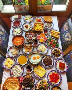 Bol keyifli ballı kaymaklı Pazarlar olsun güzel insanlar!!!  #iyipazarlar #sunday #breakfast #sucukluyumurta #sundayfunday #yummy #turkishbreakfast #menemen #eggs #foody #brunch #food #love #foodporn #turkishtea #tea #coffee #cheese #börek #bread #foodie #gourmet
