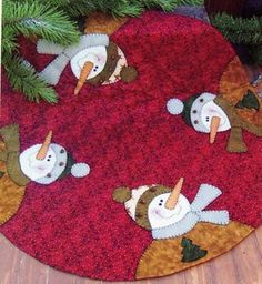 Four Frosties Snowman Christmas Tree Skirt Pattern Xmas Tree Skirts, Christmas Tree Skirts Patterns, Christmas Skirt, Christmas Snowman, Christmas Stockings, Christmas Ornaments, Snowman Tree, Christmas Patchwork, Christmas Sewing