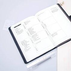 Minimalist bullet journal weekly layout, neat handwriting, simple layout. @minimal.plan