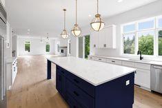 Shaker Kitchen Cabinets, Farmhouse Kitchen Island, White Shaker Cabinets, Kitchen Cabinet Colors, Navy Cabinets, Brown Cabinets, Wooden Cabinets, Best Kitchen Design, Rustic Kitchen Design