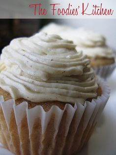 In a previous post we showed you how to make your own Horchata at home. Now, we share How to Make Horchata Cupcakes with it! No Bake Desserts, Just Desserts, Delicious Desserts, Yummy Food, Mexican Cupcakes, Yummy Cupcakes, Cupcake Recipes, Cupcake Cakes, Dessert Recipes