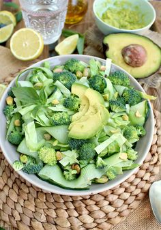 Green Monster Detox Salad: full of healthy stuff to help you de-bloat after too many indulgences! Oh the flavours - divine! Raw Vegan Recipes, Healthy Salad Recipes, Vegan Foods, Healthy Soup, Detox Recipes, Organic Recipes, Whole Food Recipes, Healthy Snacks, Vegetarian Recipes