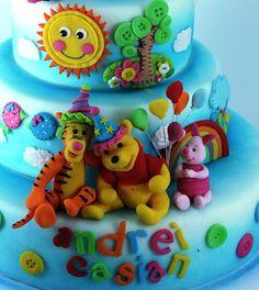 viorica's cakes: Tort botez Winnie si prietenii lui petrecareti