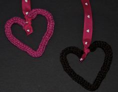 Use a knitting nelly and pipe cleaners to make these cute heart ornaments. Valentines Art For Kids, Valentines Day Activities, Valentine Day Crafts, Valentine Heart, Happy Valentines Day, Knitting Blogs, Loom Knitting, Knitted Heart Pattern, Heart Patterns
