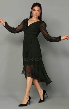 ddbc1e942cb22 Siyah Asimetrik Şifon Kısa Abiye. #abiyecom #elbise #kiyafet #abiye  #mezuniyetbalosu