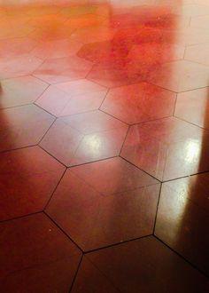 Harcourt : Hexagonal leather floor tiles