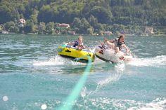 ACTION URLAUB AM SEE 🏄♂️🌊  Auf Spaß und Spannung verzichten Sie in Ihrem Sommerurlaub am Wörthersee mit Sicherheit nicht! Ein kurzer Anruf und das Motorboot samt Wassersportmöglichkeiten wie 𝐖𝐚𝐬𝐬𝐞𝐫𝐬𝐤𝐢, 𝐑𝐞𝐢𝐟𝐞𝐧 𝐨𝐝𝐞𝐫 𝐖𝐚𝐤𝐞𝐛𝐨𝐚𝐫𝐝 steht bei unserem SOL Beachclub bereit. 🚤 #parksvelden #simplygoodtimes | 📸 Visit Wörthersee Bmx, Bike Mtb, Wakeboarding, Parks, Mountain Biking, Pink Lake, Das Hotel, Daniel Bryan, Water