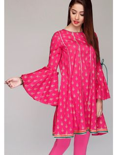 Pakistani Party Wear Dresses, Simple Pakistani Dresses, Pakistani Fashion Casual, Stylish Dress Designs, Stylish Dresses, Simple Dresses, Fashion Dresses, Sleeves Designs For Dresses, Linen Suit