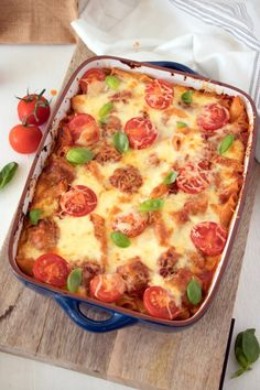 In the mood for a comforting Meatball Pasta Bake Recipe? Easy beef and pork meatballs in a simple tomato sauce, tossed with penne pasta and baked to gooey perfection. Baked Pasta Recipes, Mince Recipes, Baking Recipes, Baking Ideas, Cookie Recipes, Meatball Pasta Bake, Meatball Recipes, Ricotta Pasta Bake, Easy Tomato Sauce