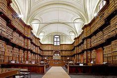 La bibliothèque Angelica de Rome Située 8, piazza Sant'Agostino à Rome, elle abrite un fonds de référence sur la pensée de saint Augustin