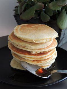 Big fan of pancakes for breakfasts that are always more gourmet and .-Grande mordue de pancakes pour des petits-déjeuners toujours plus gourmands et … Big fan of pancakes for breakfasts … - Egg Free Pancakes, Banana Oatmeal Pancakes, Tasty Pancakes, Homemade Pancakes, Breakfast Pancakes, Breakfast Recipes, Pancake Light, Light And Fluffy Pancakes, German Pancakes Recipe
