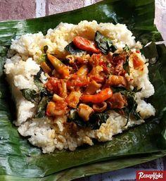 Resep Nasi Bakar Cumi (Sambalado Cumi) Nasi Kerabu, Nasi Liwet, Nasi Bakar, Indonesian Desserts, Indonesian Cuisine, Indonesian Recipes, Rice Recipes, Asian Recipes, Cooking Recipes
