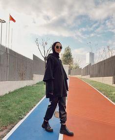 Street Hijab Fashion, Muslim Fashion, Modest Fashion, Fashion Outfits, Casual Hijab Outfit, Hijab Chic, Hijab Dress, Hijab Stile, Muslim Girls