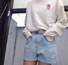 This light beige sweatshirt is nice to top is off with the shorts.