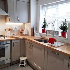 In and out the kitchen checking on our newest addition ; This morning the kitchen looked like a camp site. hubby and my eldest had… Kitchen Inspirations, Kitchen Remodel, Kitchen Decor, Kitchen Modular, Urban Kitchen, New Kitchen, Kitchen Diner, Cosy Kitchen, Diy Kitchen