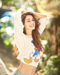 Disha Patani is Indian Bollywood actress and model. Disha works in Hindi and Telugu movies. Disha patani born in bareilly 13 June, Wallpapers, Photos. Indian Bollywood Actress, Bollywood Girls, Beautiful Bollywood Actress, Most Beautiful Indian Actress, Bollywood Fashion, Beautiful Actresses, Indian Actresses, Teen Actresses, Indian Celebrities