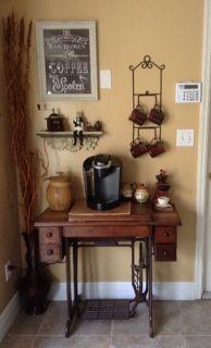 Estação de café utilizando máquina de costura antiga. DYI ☕