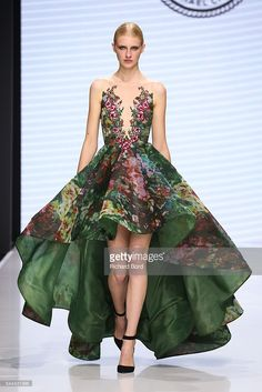 Pin for Later: Prepare to Lose It Over Couture Fashion Week& Most Extravagant Looks Michael Cinco - Couture Week, Style Haute Couture, Haute Couture Dresses, Beautiful Gowns, Beautiful Outfits, Gorgeous Dress, Runway Fashion, High Fashion, Paris Fashion