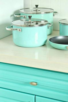Teal Kitchen Cabinets, Turquoise Cabinets, Aqua Kitchen, Turquoise Kitchen, New Kitchen, Kitchen Colors, Azul Tiffany, Rustic Furniture, Furniture Decor