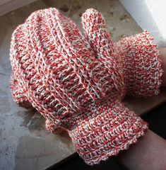 Candy Cane Mittens -free crochet pattern-
