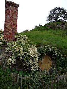 aquieterstorm: (via: whisper-the-trees) hobbit on.