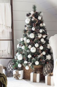 Absolutely Stunning White Christmas Tree Decorating Ideas A little bit merry and bright, bring in the wonder and magic of the holiday season with white Christmas tree decor for a sophisticated look. Christmas Tree Inspiration, Christmas Tree Themes, Noel Christmas, Xmas Decorations, Winter Christmas, Christmas Crafts, Magical Christmas, Christmas Pictures, Frugal Christmas