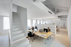 Artau Bureau by Artau Architecture. #Office #Benching #White