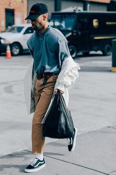 Der beste Street Style der New York Fashion Week: Herren – Mode New York Fashion, New Mens Fashion, Look Fashion, Urban Fashion, Fashion Styles, Fashion Vest, Fashion Clothes, Fashion Rings, Fashion Guide