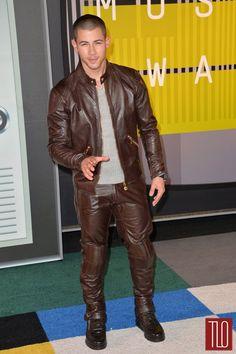 Nick-Jonas-2015-MTV-Video-Music-Awards-Red-Carpet-Fashion-Versace-Tom-Lorenzo-Site-TLO (4)