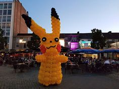 Pikachu. Balloon Art. Costume. Kostuum. Strolling. Entertainment. Event. Evenement. Straattheater. Sculpture.