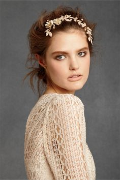 This headpiece will be so appropriate for a rustic wedding!