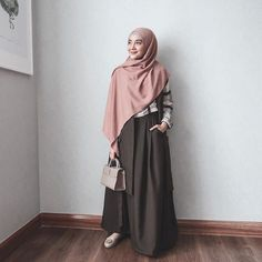 New Style Casual Everyday Hijab Ideas Hijab Casual, Hijab Chic, Hijab Outfit, Abaya Fashion, Skirt Fashion, Fashion Outfits, Fashion Model Poses, Fashion Models, Fashion 2020