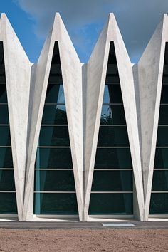 Gymnasium Mülimatt, Brugg/Windisch by Studio Vacchini Architetti Architecture Design, Concrete Architecture, Facade Design, Beautiful Architecture, Contemporary Architecture, Gymnasium Architecture, Classical Architecture, Building Facade, Grand Palais