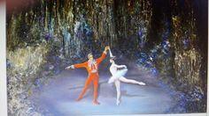 Ballet en la cueva de Nerja (oleo tabla tecnica mixta)