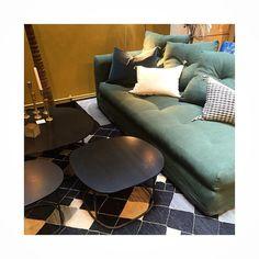 Divins divans canap atmos manzoni et tapinassi roche for Petites tables rondes