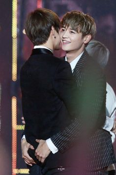 Minho and V's very special way of greeting each other is making fans jealous | allkpop.com