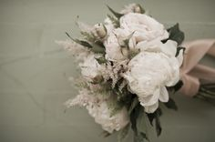 Neutral bouquet at The Thomas Estate by Viera Photographics | Two Bright Lights :: Blog