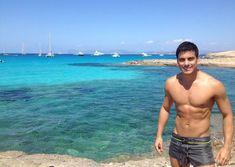 """Carlos Rivera (@_carlosrivera) en Instagram: """"Déjame llenarte con mi sol tu primavera... #TBT #LoDigo #Formentera #Ibiza #IslasBaleares #España…"""" No le había puesto tanta atención"""
