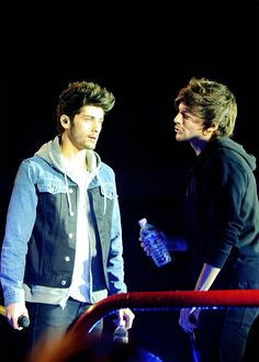 05/28/14>>> Zayn looks psycho not gonna lie xDD>>>but are we just gonna ignore Louis? XD