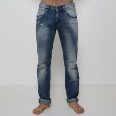 Jeans Take Two - P03387  Jeans Take Two modello 5 tasche, lavaggio stone wash con piccole rotture davanti e dietro, chiusura con zip, vestibilità slim. Fondo: 17 cm. Comp.: 100% cotone Dettagli: lavare a 30°