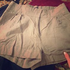 Linen loves! Size small linen pants. They are thin so you stay cool in the summer. You will love them! Twentyone Shorts