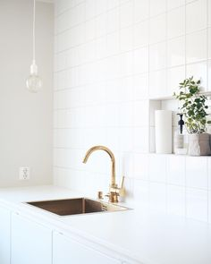 """HEINI MUURONEN sanoo Instagramissa: """"I need help! ⠀⠀⠀⠀⠀⠀⠀⠀⠀⠀⠀⠀⠀⠀⠀⠀⠀⠀⠀⠀⠀⠀⠀⠀ Muuton E27-valaisimet on ollut meillä jo monta vuotta. Vaikka Globe-polttimo onkin super nätti, niin…"""" I Need Help, Super, Globe, Bathtub, Mirror, Bathroom, Furniture, Instagram, Home Decor"""