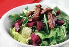 Πράσινη σαλάτα µε καραµελωµένο μοσχάρι | Συνταγή | Argiro.gr Food Categories, Spanakopita, Carrot Cake, Carrots, Steak, Beef, Chicken, Recipes, Meat