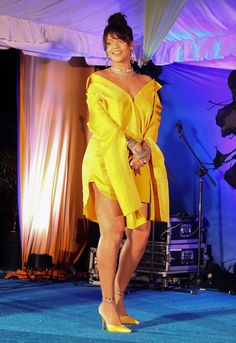 Rihanna Glows with Hometown Pride as the Barbados Street She Grew Up On Is Renamed in Her Honor Rihanna Dress, Mode Rihanna, Rihanna Outfits, Rihanna Riri, Looks Rihanna, Rihanna Love, Rihanna Style, Rihanna Fashion, Rihanna Barbados