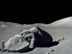 Apollo 17 Geologist-Astronaut Harrison Schmitt Standing Next to a Huge, Split Lunar Boulder Fotografisk trykk hos AllPosters.no