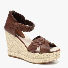 .god gave me small feet or I would so be Imelda.