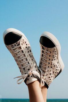 Las 35 mejores imágenes de Woman Sneakers en 2013