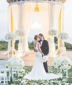 Photo: Jana Williams Photography; Wedding ceremony flower idea