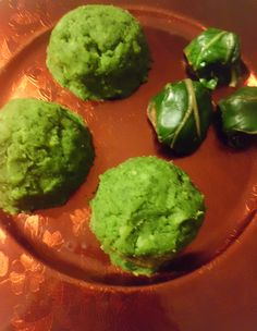 Purè verde  (con erbe coste)             -  Green mashed potatoes (with beet leaves)