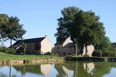 Domaine de Bobehec;  ancienne ferme à La Vraie-Croix, le Domaine de Bobehec possède un étang de pêche, un jardin
